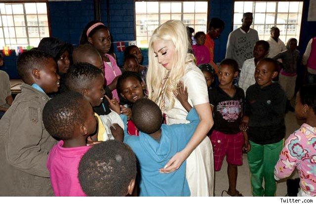 南アフリカの国立児童福祉センターでのガガさん